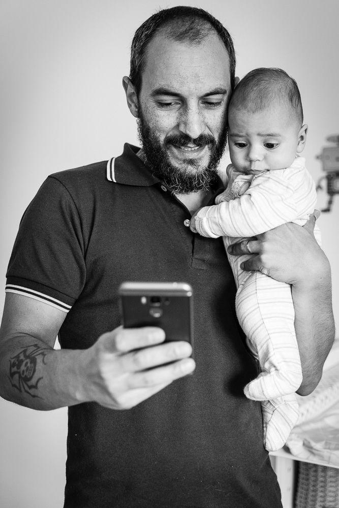 Fotografia documental com criança no banho com pai coimbra e condeixa