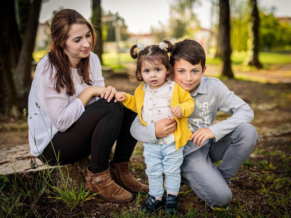 Fotografia de família com mãe e filhos coimbra e condeixa
