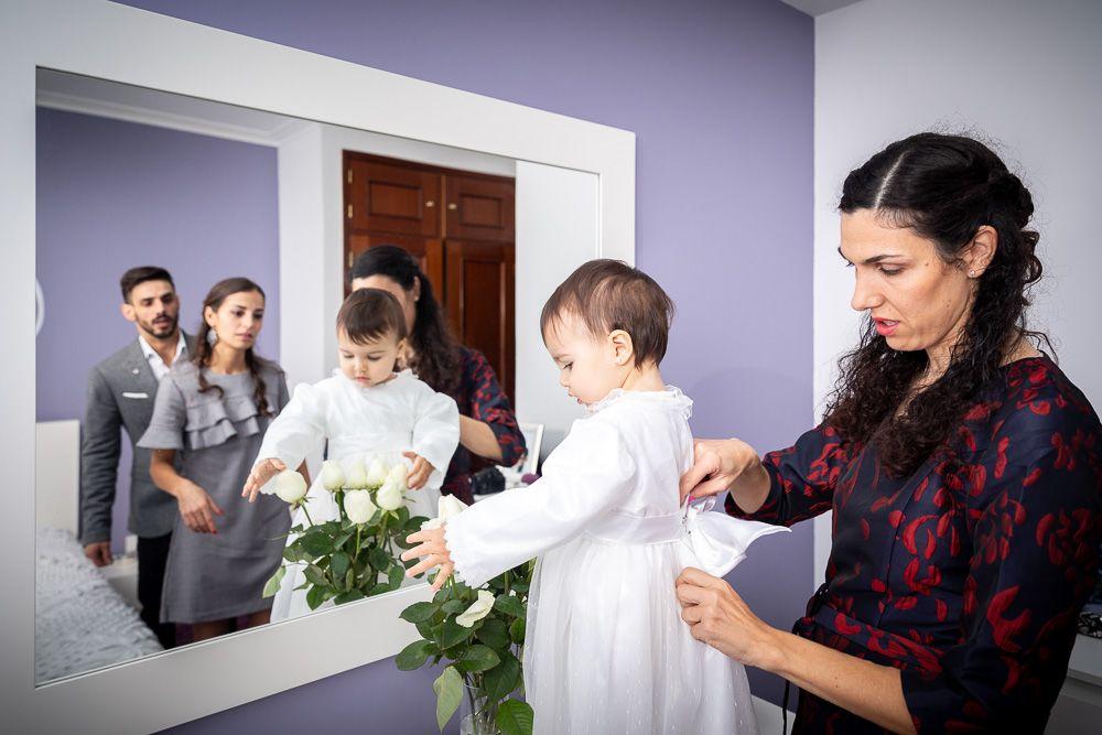 Fotografia de batismo sapatos- fotógrafo de batizado mãe coimbra e condeixa